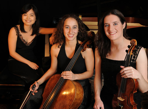 Ariane Lajoie,Chloé Dominquez & Akiko Tominga