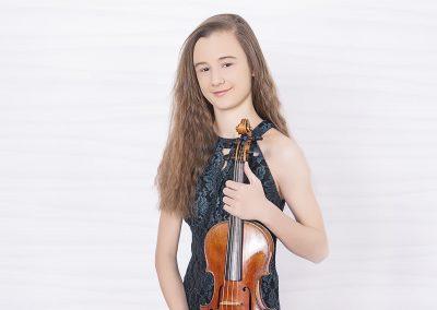 Anna Stube, violin