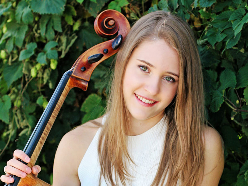 Mari Coetzee is a cellist with the Three Sisters trio.